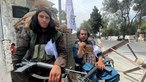 Talibãs voltam ao poder no Afeganistão: como se financiam e onde conseguem as armas